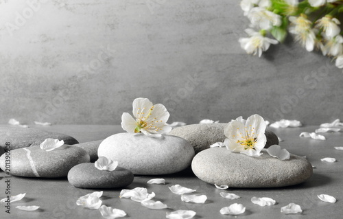 Plakaty szare  flower-and-stone-zen-spa-on-grey-background