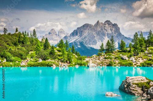 Fotografie, Obraz  Turquoise Sorapis Lake  in Cortina d'Ampezzo, with Dolomite Mountains and Forest