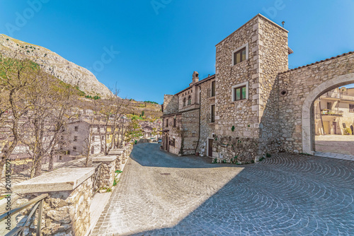 Photo Celano, Italy - 7 April 2018 - A mountain town in province of L'Aquila, Abruzzo