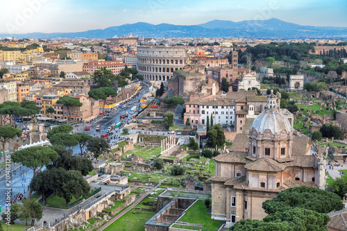 Photo  Rome skyline with Rome Colosseum and Roman Forum, Italy.