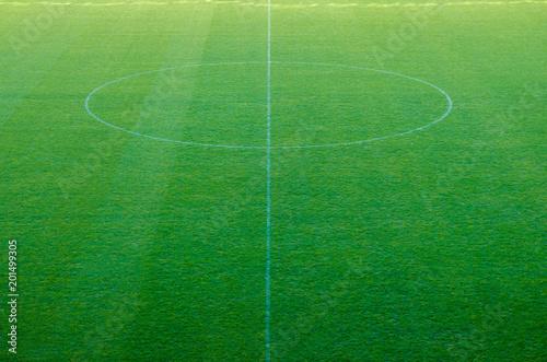 Plakat Zielona trawa na stadionie sportowym tle.