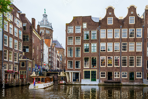 Photo  Amsterdam canals and typical dutch houses in capital of Netherlands, Europe