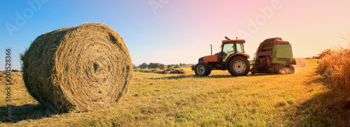 Photo  Moisson dans les champs en été > France