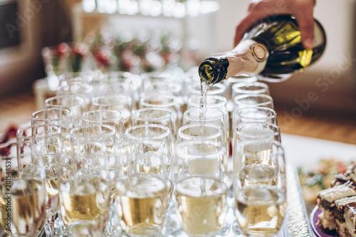 Fotografia  champagne golden glasses