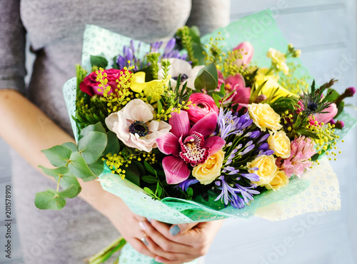Photographie nice bouquet in the hands