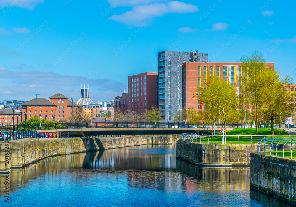 Fototapeta skyline of Liverpool dominated by the metropolitan cathedral, England