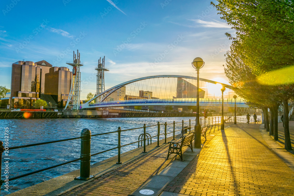 Fototapety, obrazy: View of a footbridge in Salford quays in Manchester, England