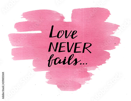 Hand lettering Love never fails, made on watercolor pink heart. Fototapet