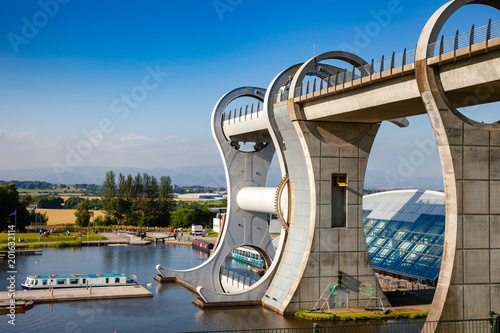 Leinwand Poster Falkirk Wheel connecting Forth and Clyde Canal with Union Canal Scotland UK