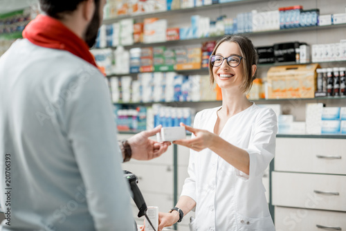 Photo sur Toile Pharmacie Pharmacist selling medications in the pharmacy store