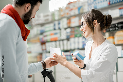 Papiers peints Pharmacie Buying medications in the pharmacy