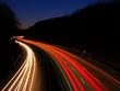 Autobahn 4 mit Lichtspuren bei Nacht