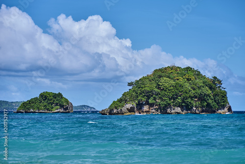Foto op Plexiglas Eiland Beautiful small island view in the ocean