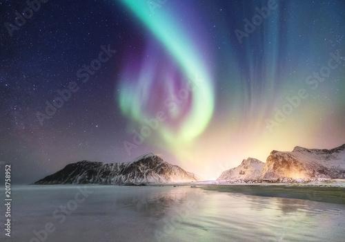 Foto auf Gartenposter Nordlicht Northen light on the arctic beach. Beautiful natural landscape in the Norway