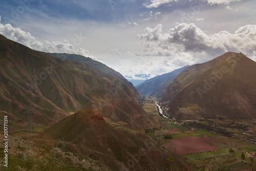 Foto op Canvas Zuid-Amerika land Green valley in Peru Andes