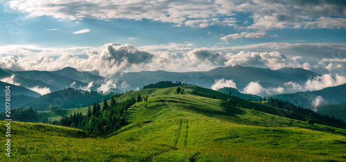 Foto op Plexiglas Natuur Breathtaking panorama of morning wild nature high in mountains