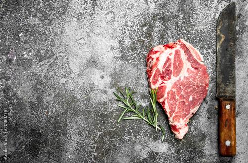 Staande foto Vlees Raw meat of beef with rosemary.