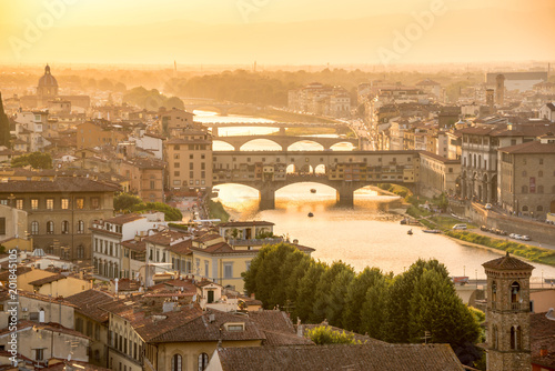 Papiers peints Lieu d Europe Aerial view of Florence at sunset with the Ponte Vecchio and the Arno river, Tuscany, Italy