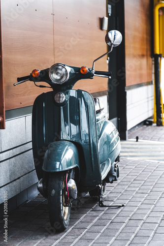 Foto op Canvas Scooter vintage motor scooter parked in front of a building wall