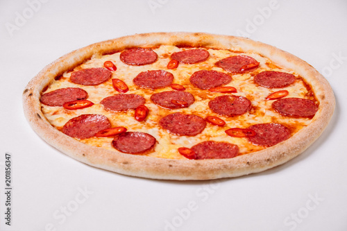 Foto op Plexiglas Pizzeria Pizza pepperoni isolated on white