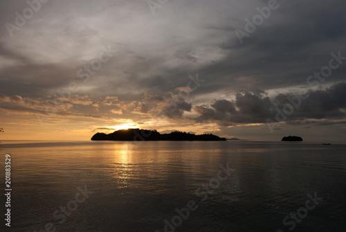 Spoed Foto op Canvas Zee zonsondergang Tropical Sunset