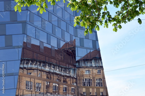Deurstickers Theater Fassadenspiegelung in Freiburg
