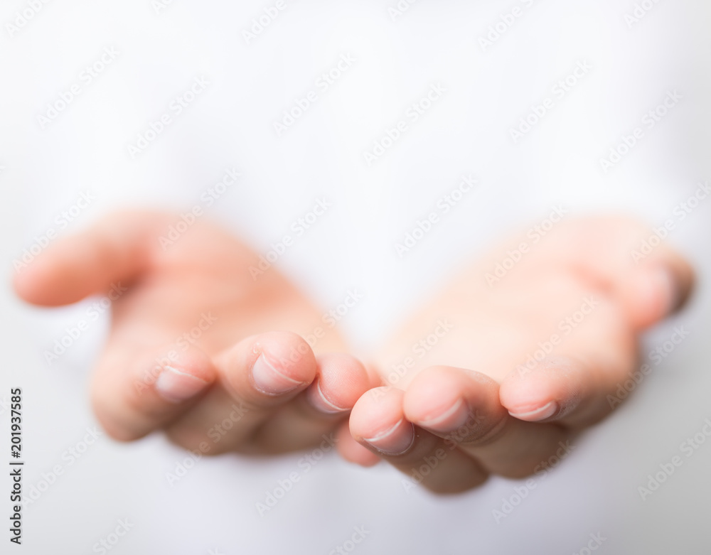 hand showing
