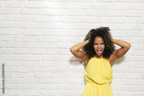 Carta da parati  Facial Expressions Of Young Black Woman On Brick Wall