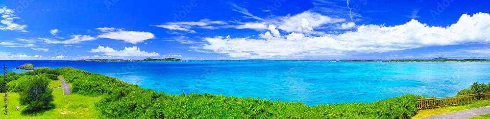 Fototapety, obrazy: 真夏の宮古島。西平安名岬の池間大橋展望台から見た池間大橋(パノラマ)