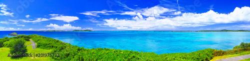 Foto op Plexiglas Panoramafoto s 真夏の宮古島。西平安名岬の池間大橋展望台から見た池間大橋(パノラマ)