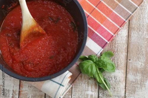 Fotomural salsa di pomodoro in una ciotola