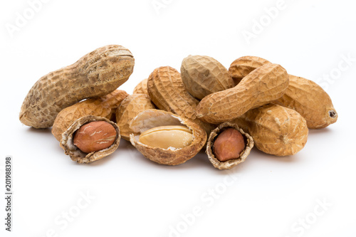 Poster Graine, aromate Dried peanuts on the white background.