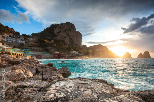 Spoed Fotobehang Zalm Spectacular cloudy sunrise view of Faraglioni rock