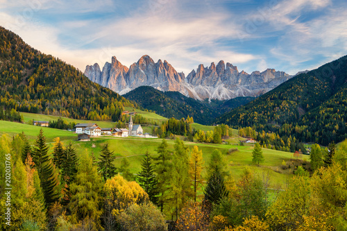 Photo sur Toile Miel Val di Funes in the Dolomites at sunset, South Tyrol. Italy