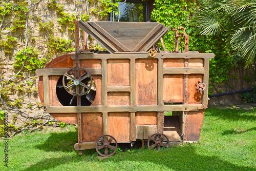 Máquina de aventar antigua Fototapeta