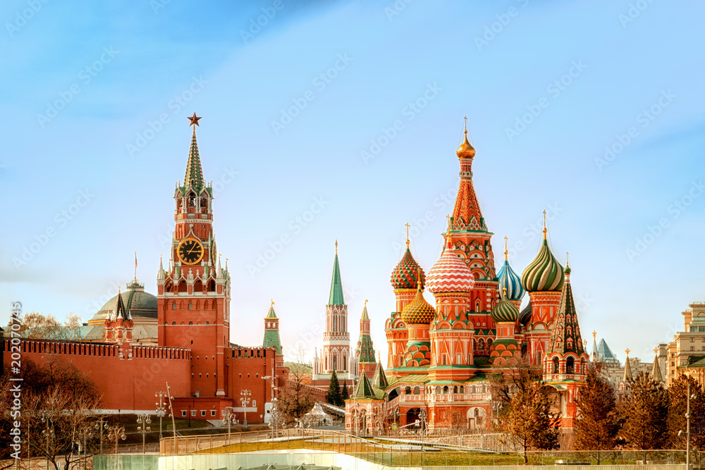 Fototapety, obrazy: Moscow Kremlin and St Basil's Cathedral on the Red Square in Moscow, Russia.