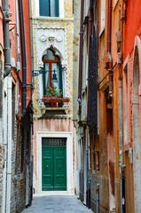 Panel Szklany Uliczki Narrow street in Venice, Italy