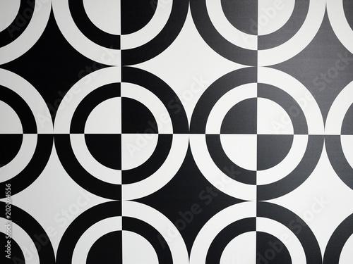 Black and white circle patt...