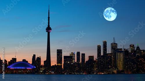 Zdjęcie XXL Księżyc w pełni wzrasta nad Toronto w Kanada
