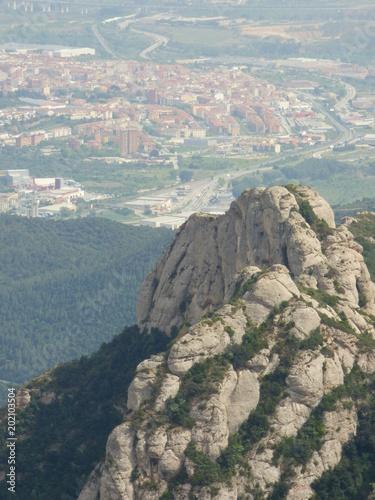 Foto op Aluminium Donkergrijs Montserrat, montaña y monasterio cercano a Barcelona en Cataluña (España)