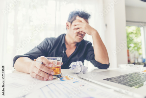 Staande foto Bar alcohol addiction - drunk businessman holding a glass of whiskey