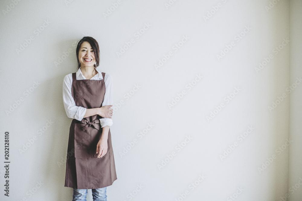 Fototapeta エプロン姿の女性