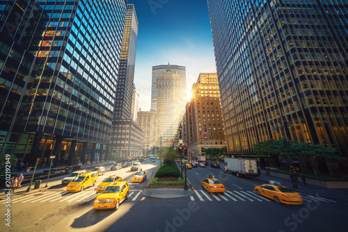 Photo  New York City street - Park Avenue view to Grand Central and skyscrapers