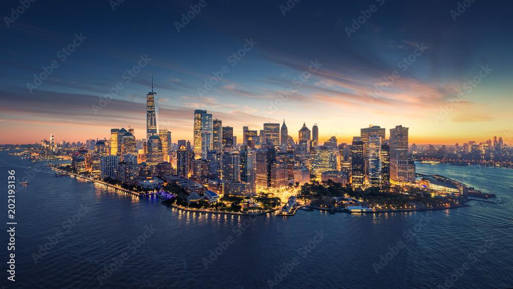 Fototapeta New York City panorama skyline at sunrise. Manhattan office buildings / skysrcapers at the morning. New York City panoramatic shot.