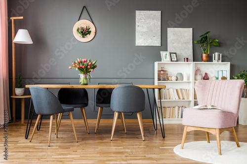 Fotomural  Pink and grey dining room