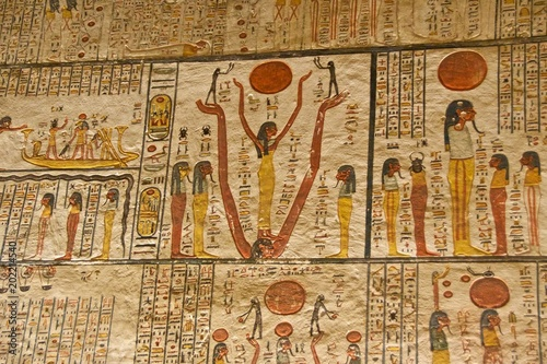 Fotografiet  Hieroglyphs on the wall in King Tut's Tomb in the Valley of Kings in Luxor, Egyp