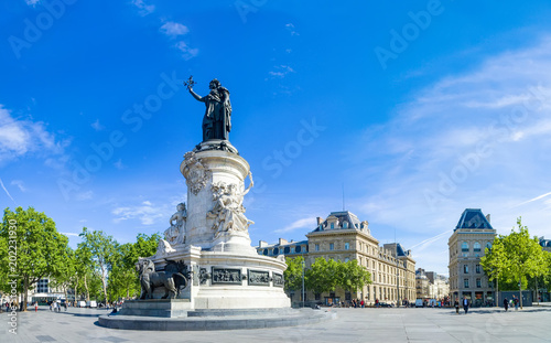 Foto auf Gartenposter Historische denkmal Paris panorama of the monument to the Republic with the symbolic statue of Marianna, in Place de la Republique