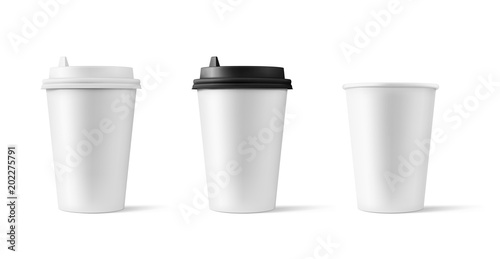 Obraz Set of realistic blank mock up paper cups with plastic lid. Coffee to go, take out mug. Vector illustration isolated and can be use for any backgrounds. EPS10. - fototapety do salonu