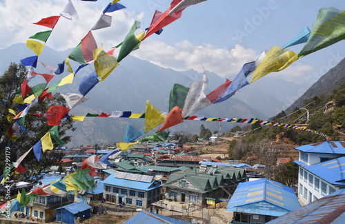 Foto Praying flags above the village of Lukla, Nepal