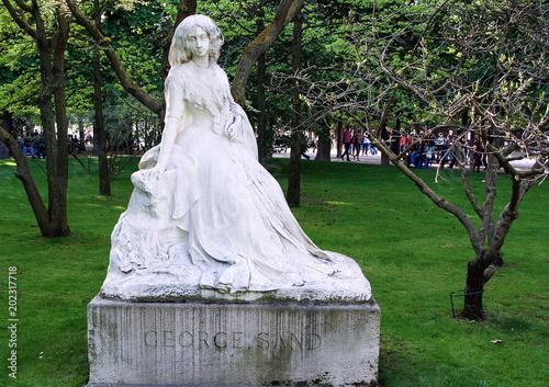 Foto auf Gartenposter Historisches Gebaude 2008.04.02, Paris, France. Monument to George Sand in the park. Sightseeing of Paris.